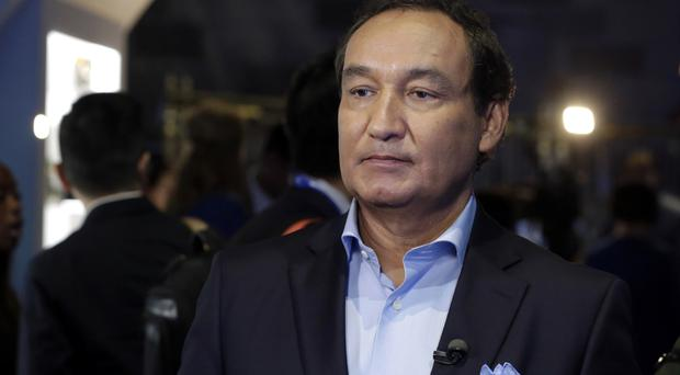 United Airlines CEO Oscar Munoz says the company will review its policies.
