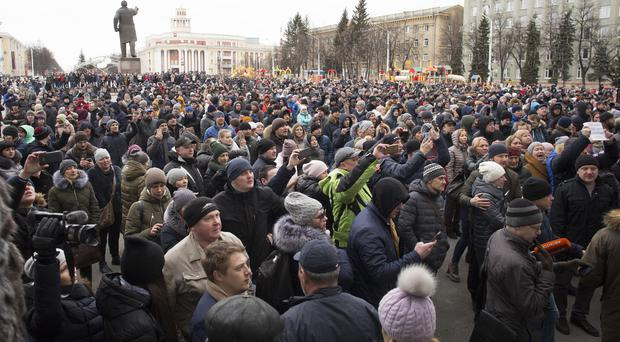 People gather to pay last respects to those killed in the fire in Kemerovo (Sergei Gavrilenko/AP/PA)