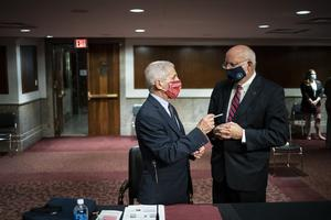 Dr Anthony Fauci speaks with Dr Robert Redfield (Al Drago/Pool via AP)