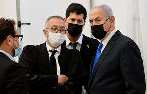 Netanyahu with his lawyers prior to the hearing (Reuven Castro/Pool/AP)