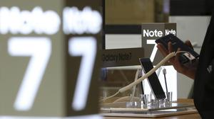 Samsung has expanded its recall of Galaxy Note 7 smartphones in the US to include all replacement devices (AP)