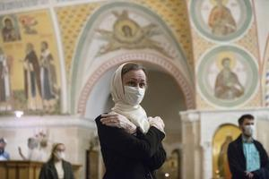 Parishioners wearing face masks and gloves (Pavel Golovkin/AP)