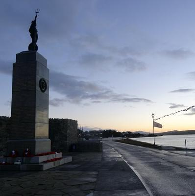 Descendants of the three admirals who led the Royal Navy and Imperial German Navy at the Battles of Coronel and the Falklands in the First World War have paid tribute at sea