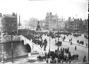 O Sackville Street (now O'Connell Street) in April 1916, after Irish Volunteers and Citizen Army members took over strongpoints in the city centre