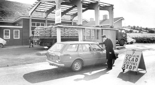 An Irish customs checkpoint on the road between Newry and Dundalk in 1981