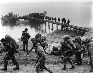 British troops arriving in the Falklands during the conflict with Argentina
