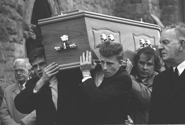 Patrick Kielty carrying his father Jack's coffin at his funeral in 1988