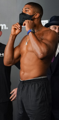 Anthony Joshua weighed in 1lb heavier than Kubrat Pulev