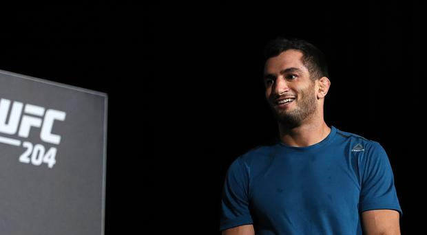 Gegard Mousasi claims that Conor McGregor threatened him on Twitter