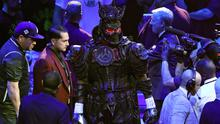 Deontay Wilder arrived in the ring wearing a heavy suit (Bradley Collyer/PA)