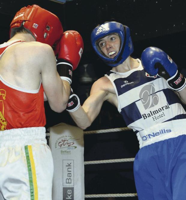 Vinny Esler on his way to victory over Darren Pollock