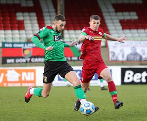 Swapping sides: Glentoran's Conor McMenamin and Cliftonville's Paul O'Neill