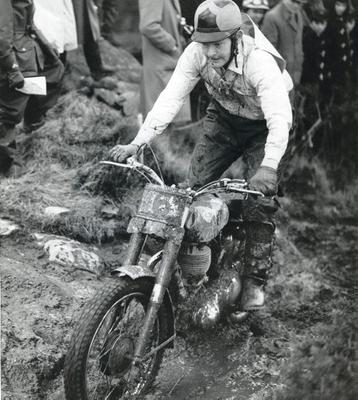 Sammy Miller competes at the Hurst Cup in 1957