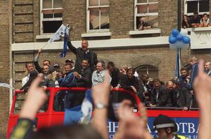 Gianluca Vialli, centre, and his Chelsea team-mates celebrate their FA Cup triumph in 2000 after victory against Aston Villa (PA)