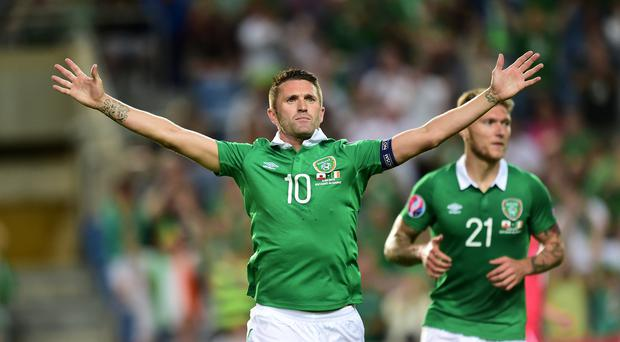 Republic of Ireland forward Robbie Keane is recovering from knee surgery and surprised one Los Angeles Galaxy fan with a personal visit