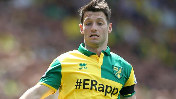 Wes Hoolahan has agreed a new two-year contract with Norwich