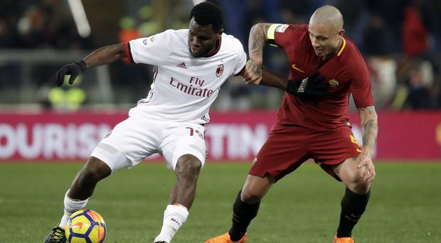 AC Milan's Franck Kessie, left, and Roma's Radja Nainggolan contest possession