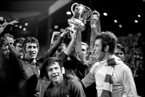 Peter Bonetti and his Chelsea team-mates celebrate their FA Cup final victory over Leeds (PA)