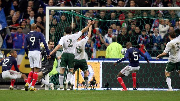 France's William Gallas (second right) scores the winning goal after being set up by Thierry Henry (left) (Martin Rickett/PA)