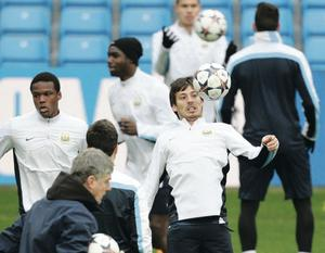 Manchester City players train ahead of the massive clash with Barcelona at the Etihad tonight