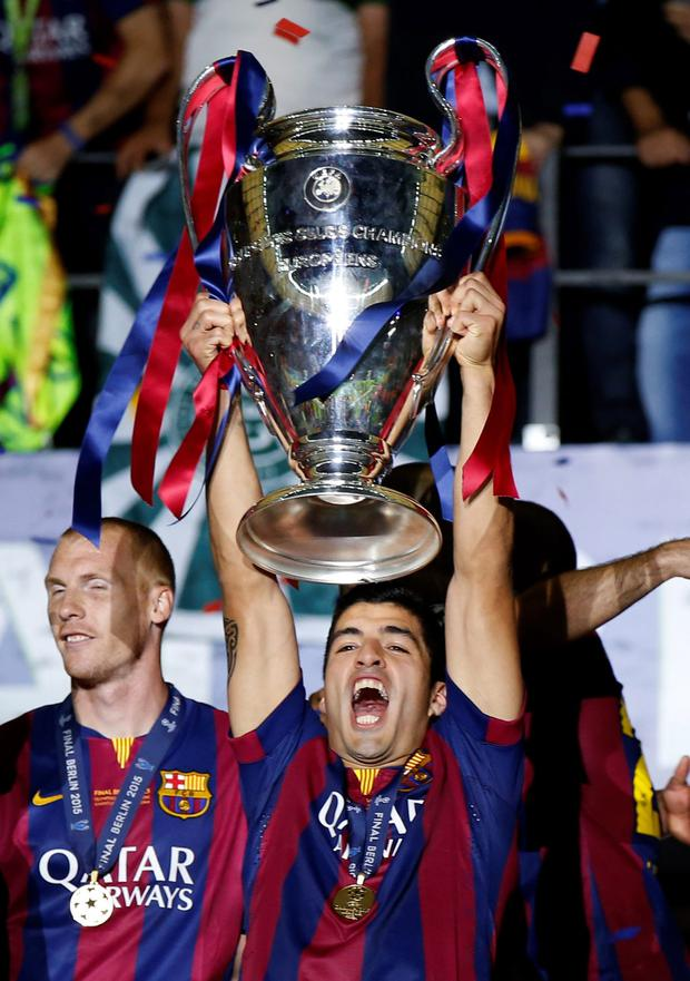 Luis Suarez lifts the Champions League trophy