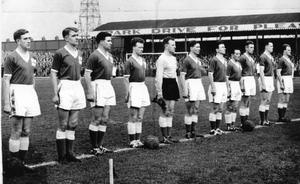 The team line up before the game with Italy at Windsor Park