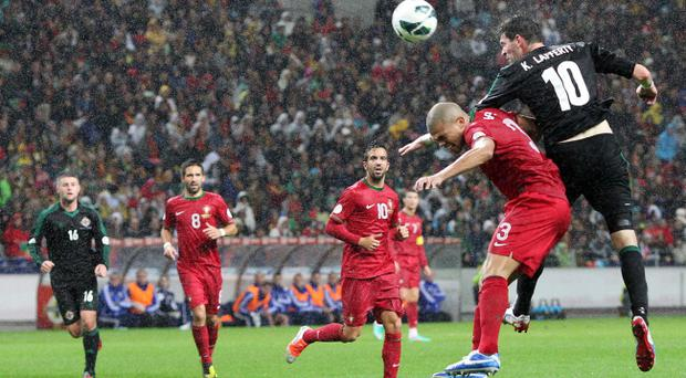 Kyle Lafferty outjumps Pepe in Portugal