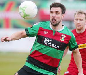 Glentoran defender Gavin Peers has made the switch to Warrenpoint