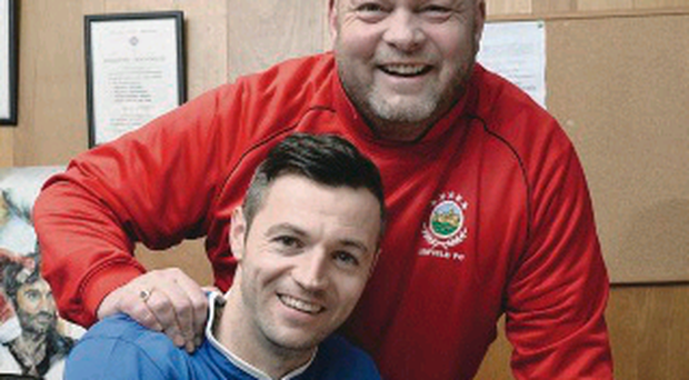 Ivan Sproule signs for Linfield boss David Jeffrey