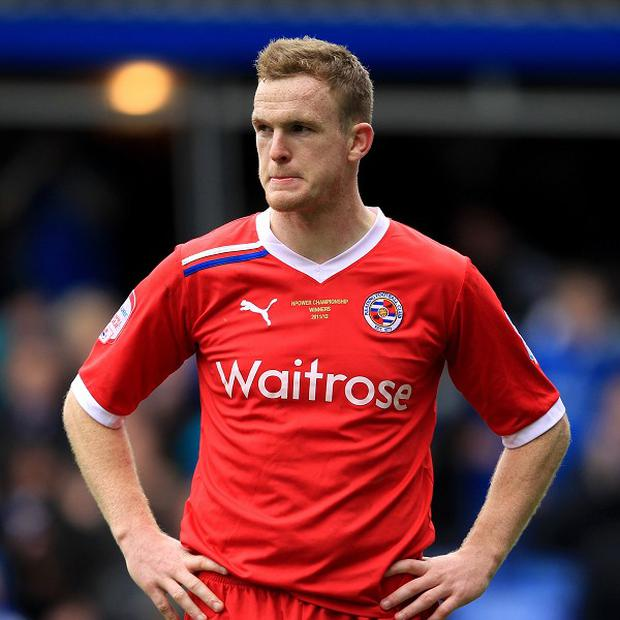 Defender Alex Pearce is yet to commit to a new deal at Reading