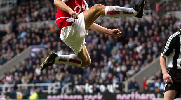Dennis Bergkamp is to be immortalised in bronze