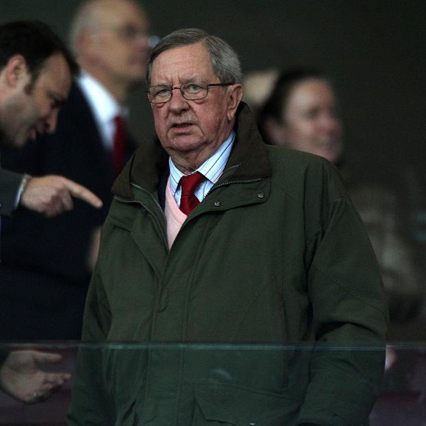 Peter Hill-Wood is not expecting a takeover approach at Arsenal