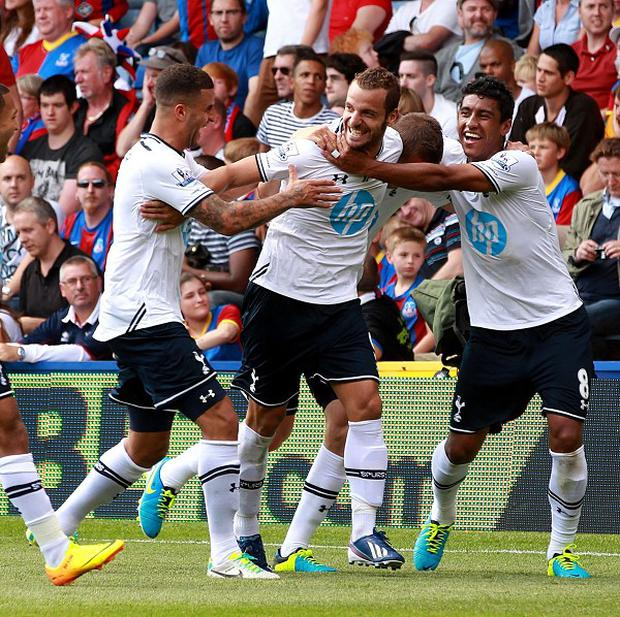 Roberto Soldado, second right, celebrates scoring the winner