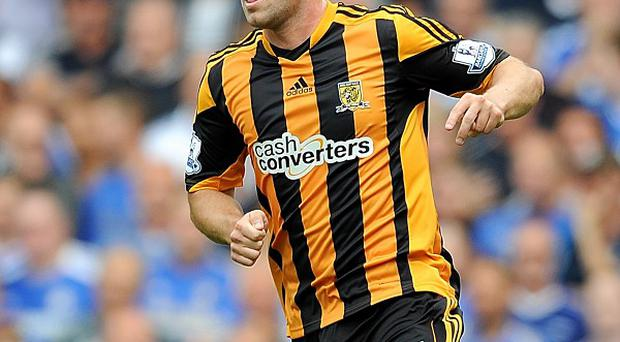 Robbie Brady scored a first-half penalty to hand 10-man Hull three points against Norwich