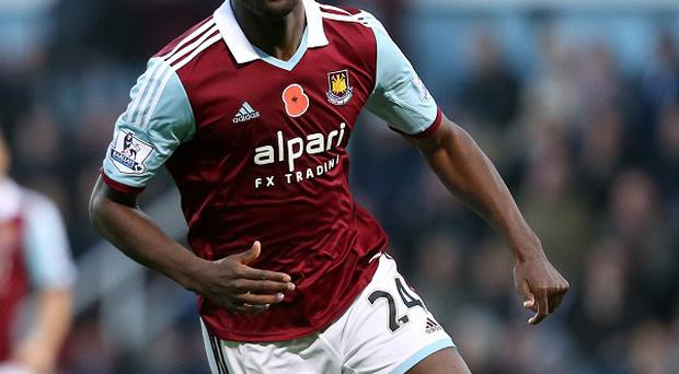 Carlton Cole wants to extend his stay at West Ham