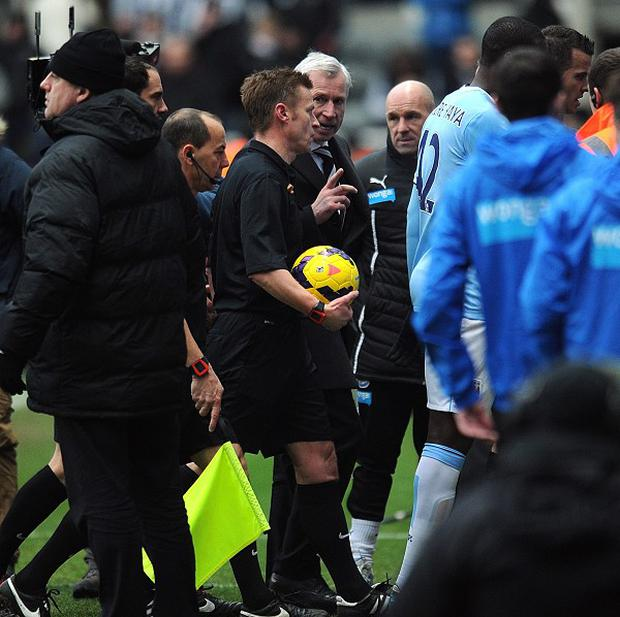 Mike Jones, centre, refereed Newcastle's defeat to Manchester City on Sunday