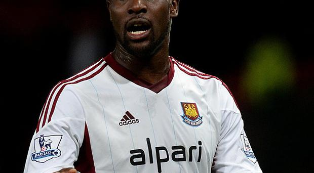 Carlton Cole has signed a new contract with West Ham