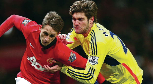 Marcus Alonso of Sunderland closes in on Adnan Januzaj during last night's game