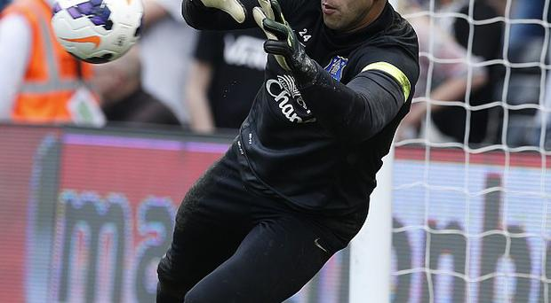 Everton goalkeeper Tim Howard is targeting victory over Arsenal