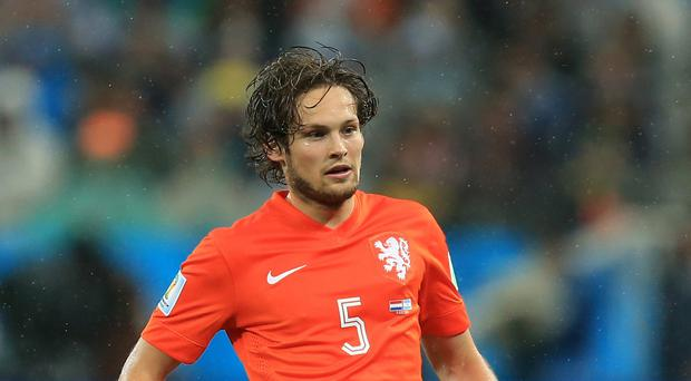 Daley Blind is set to sign for Manchester United