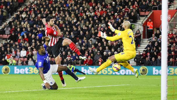 Southampton's Graziano Pelle, centre, scores past Everton goalkeeper Tim Howard