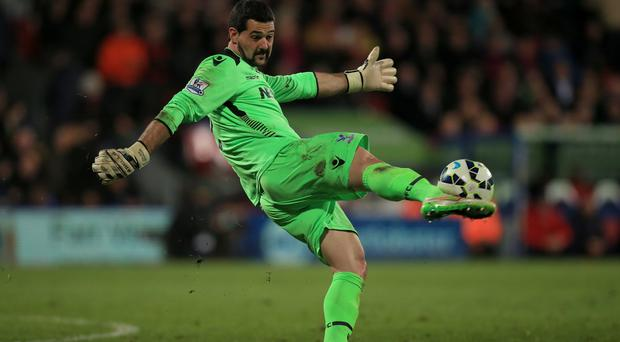 Crystal Palace goalkeeper Julian Speroni has praised Chelsea for their play this season