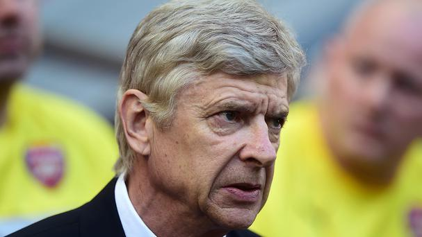 Arsenal manager Arsene Wenger is expecting a tough test at Hull on Monday night