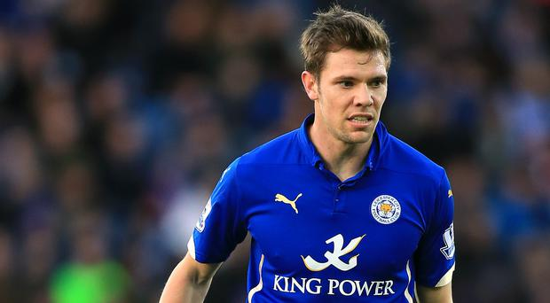 Leicester midfielder Dean Hammond has signed a new contract