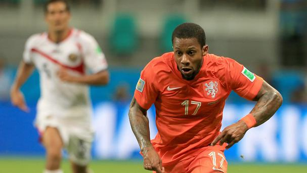Dynamo Kiev midfielder Jeremain Lens is expected to undergo a medical at Sunderland