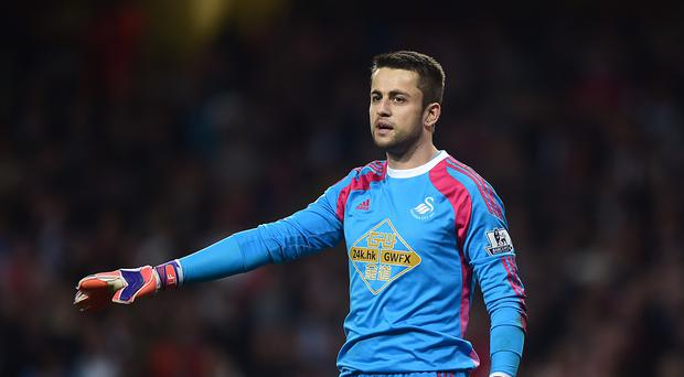 Swansea goalkeeper Lukasz Fabianski has signed a new four-year contract at the Liberty Stadium