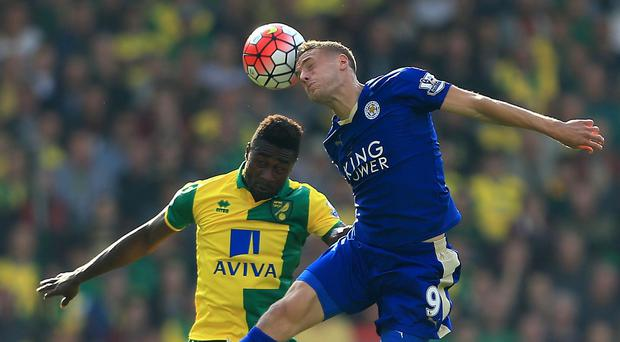Norwich City's Alexander Tettey (left) and Leicester City's Jamie Vardy compete for the ball during the Barclays Premier League match at Carrow Road, Norwich.