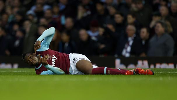 West Ham's Diafra Sakho is to undergo a scan to determine the extent of his thigh injury on Wednesday