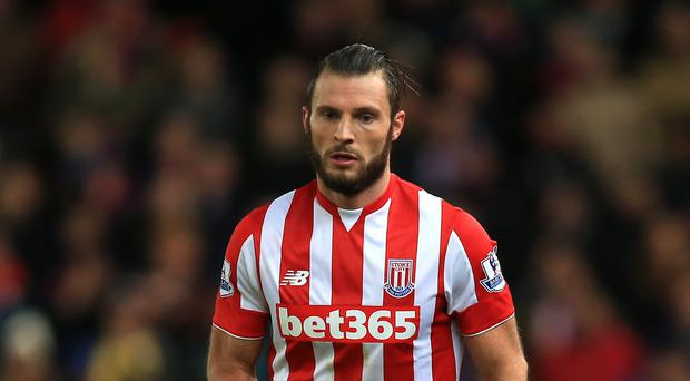 Erik Pieters has signed a new deal with Stoke