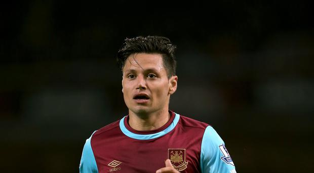 Mauro Zarate has left West Ham to join Fiorentina.